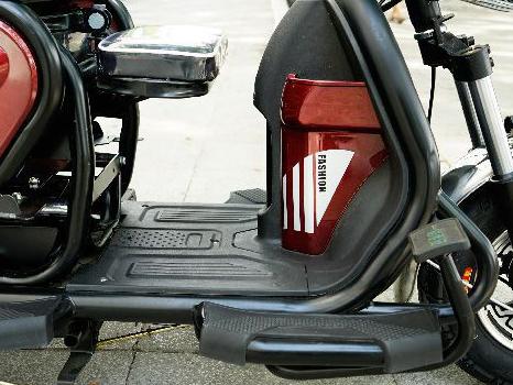 Chỗ để chân xe điện 3 bánh classic - Phoxedien.com