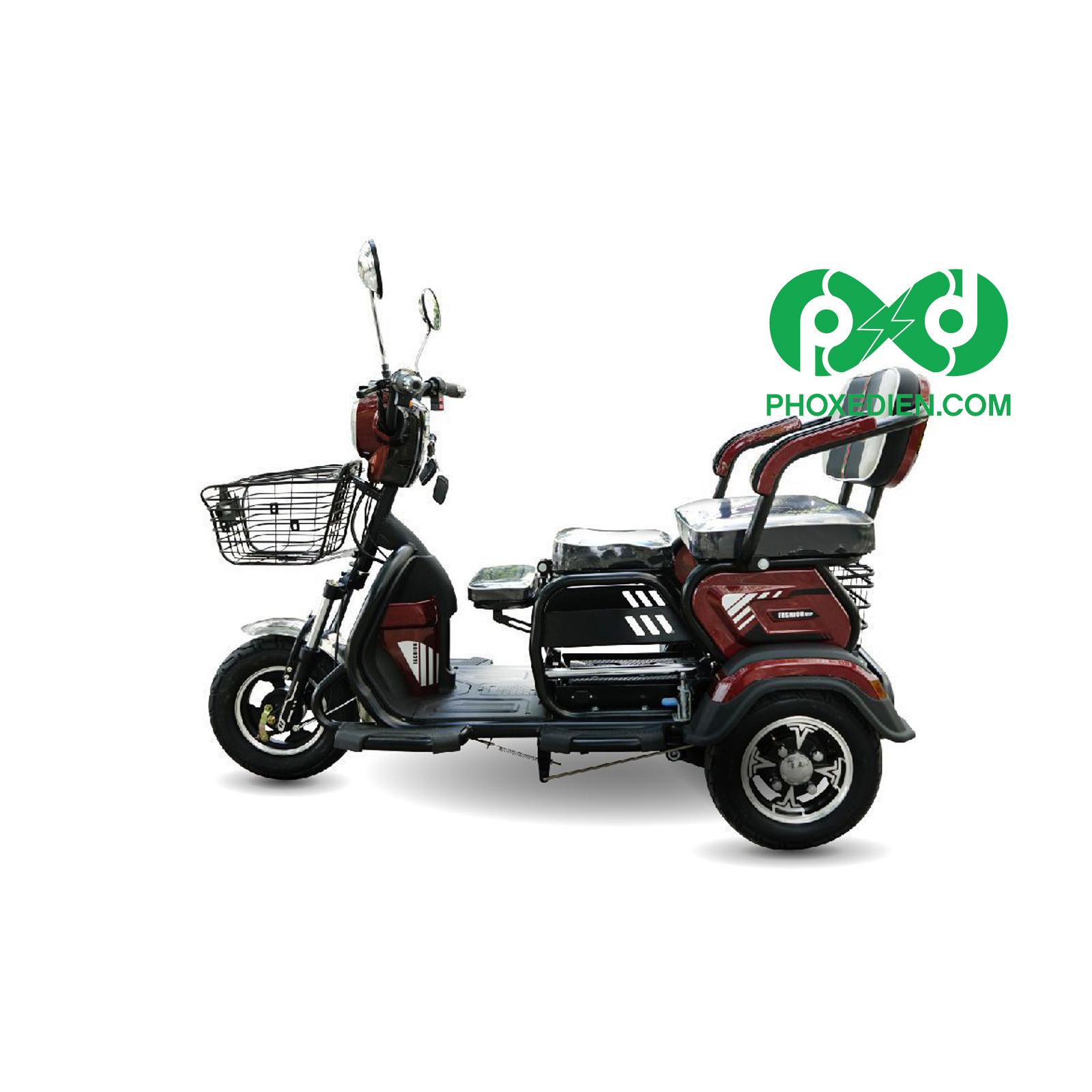 Xe điện 3 bánh có những cấu tạo thích hợp cho người già và người khuyết tật.