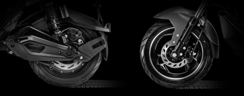 Bộ phanh chắc chắn và bánh xe chống trơn trượt của xe máy điện Yadea XMEN NEO