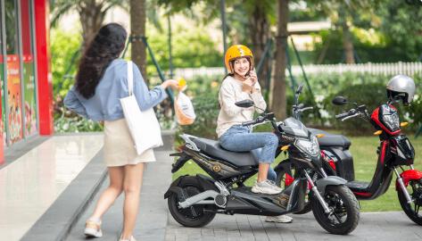 Tư thế ngồi năng động xe máy điện imples