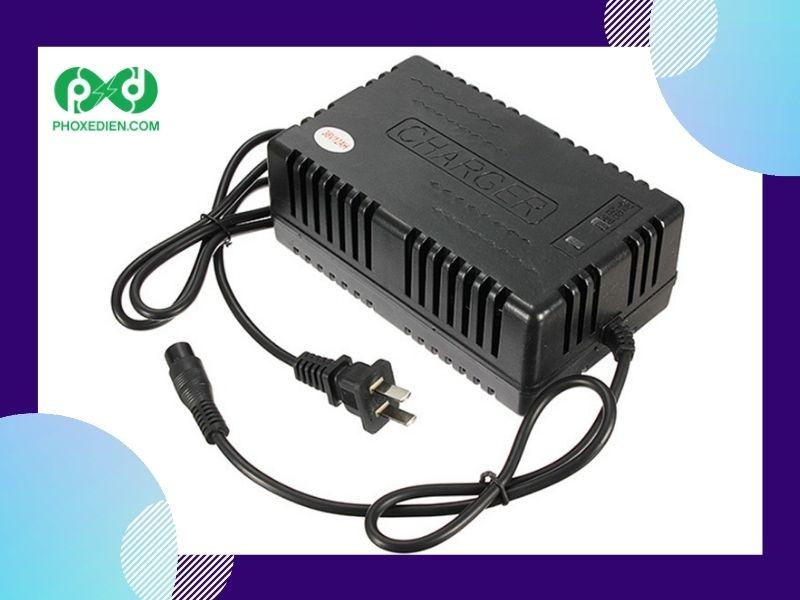 Nên dùng thiết bị sạc chính hãng để đảm bảo độ bền của pin