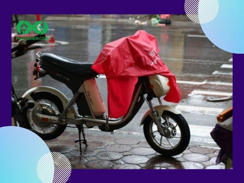 Xe đạp điện bị dính nước mưa cũng là nguyên nhân tạo nên tiếng kêu