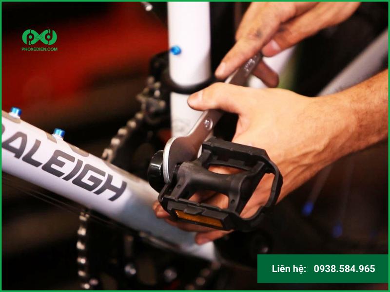 Những vật không cần thiết có thể loại bỏ đi để giảm bớt trọng lượng của xe khi di chuyển. Việc trang bị quá nhiều sẽ tạo ra một lực cản nhất định, góp phần làm hao tốn điện năng.