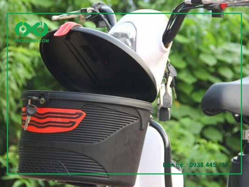 Gỡ bỏ giỏ xe, bàn đạp xe để giảm trọng lượng của xe