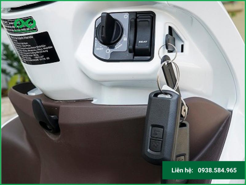Hướng dẫn mở ổ khóa xe máy điện khi bị mất chìa khóa