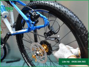 Hướng dẫn cách tháo bánh sau xe đạp điện đơn giản